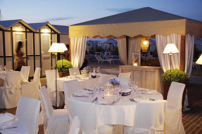 Matrimonio In Spiaggia Rimini : Matrimonio sulla spiaggia riccione organizza le tue nozze