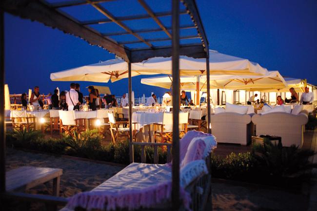 Matrimonio Spiaggia Rimini : Matrimonio sulla spiaggia riccione organizza le tue nozze